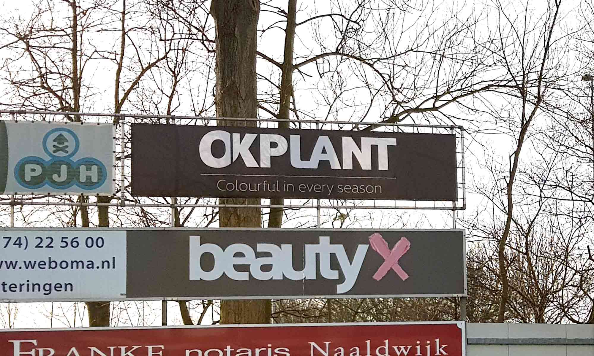 Nieuw reclame doek bij RKVV Westlandia